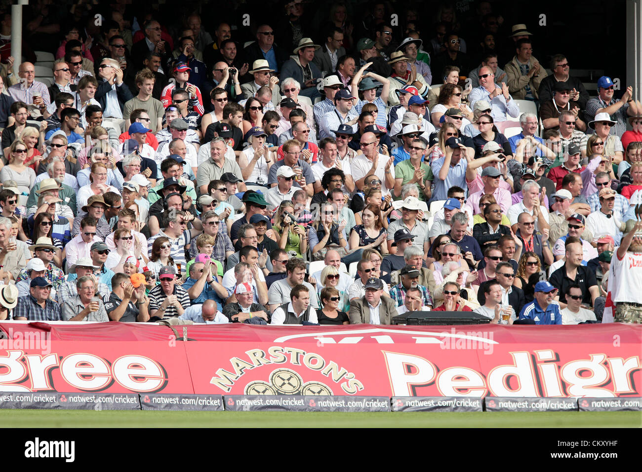 31-08-2012 London England The crowd applaud Jimmy Andersons wicket during the England v South Africa: 3rd Natwest - Stock Image