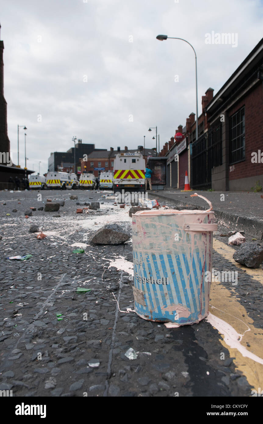 2nd September 2012, Belfast - Paint tins, bricks, stones and bottles litter the road after Loyalists attack PSNI. - Stock Image