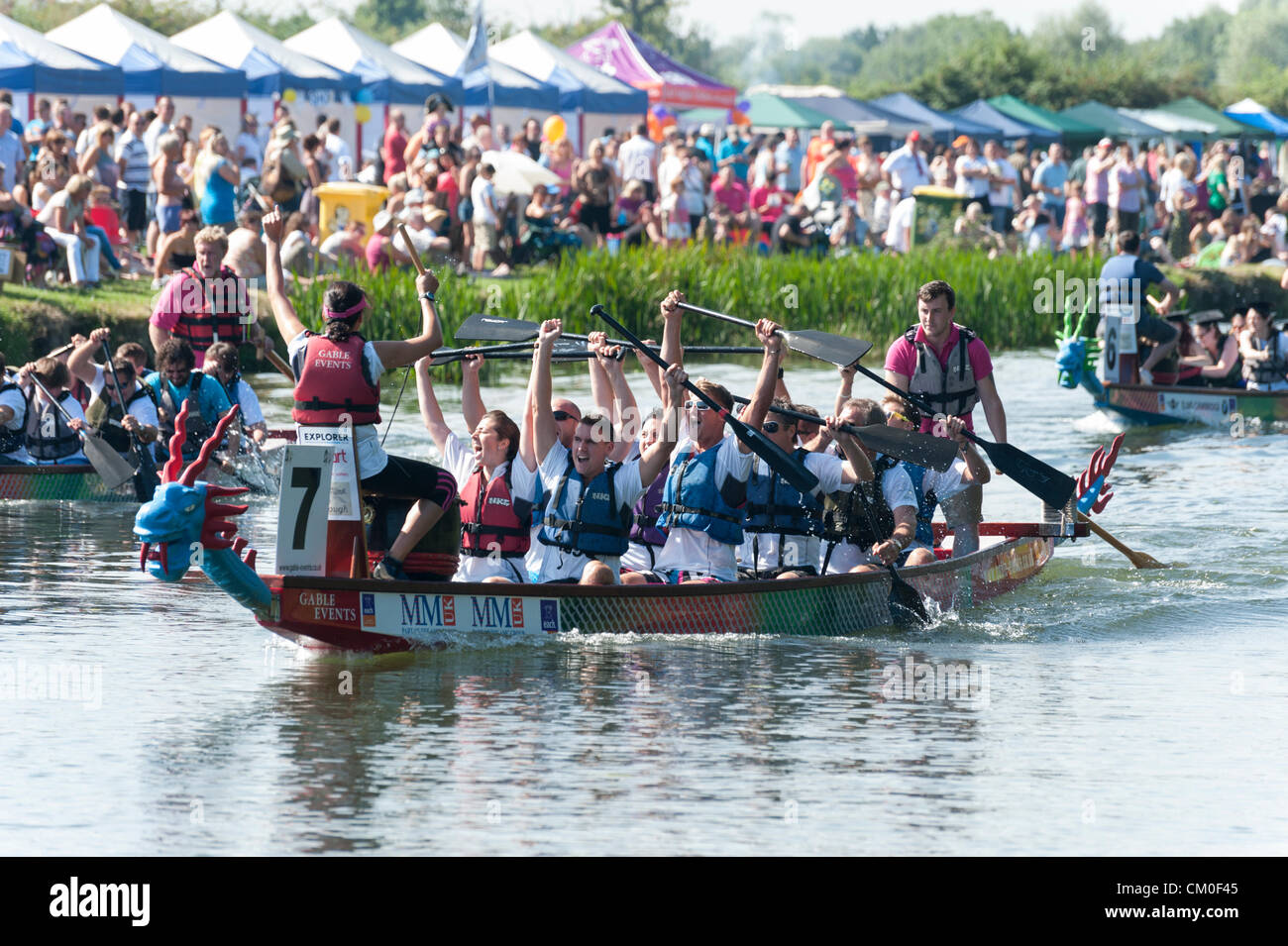 CAmbridge, UK. 8th September 2012. Competitors enjoy the late summer weather at the Cambridge Dragon Boat Festival, Stock Photo