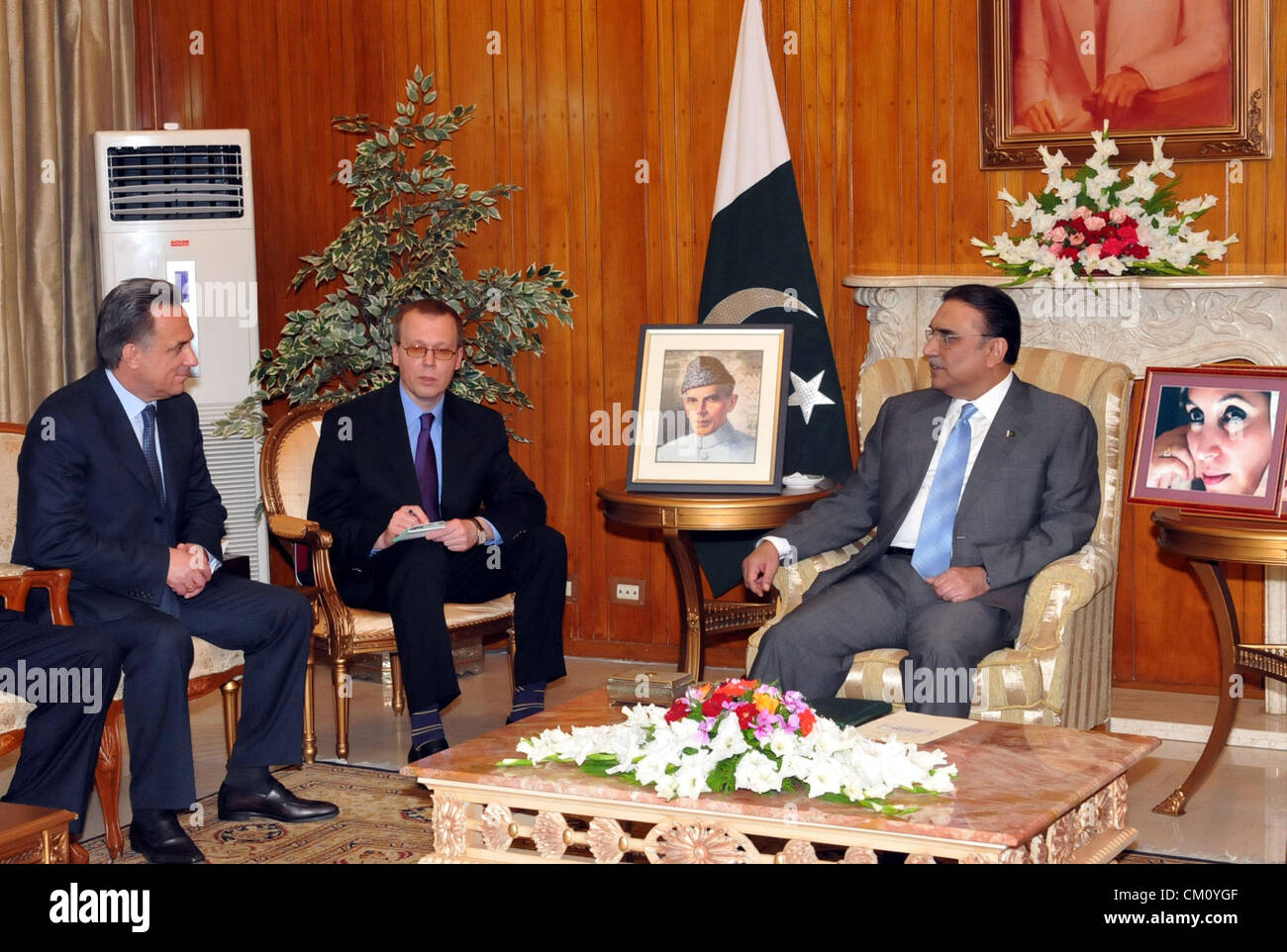 Pakistan President, Asif Ali Zardari exchanges views with Vitaly L.Mutko, Minister for Sports of Russian Federation, - Stock Image
