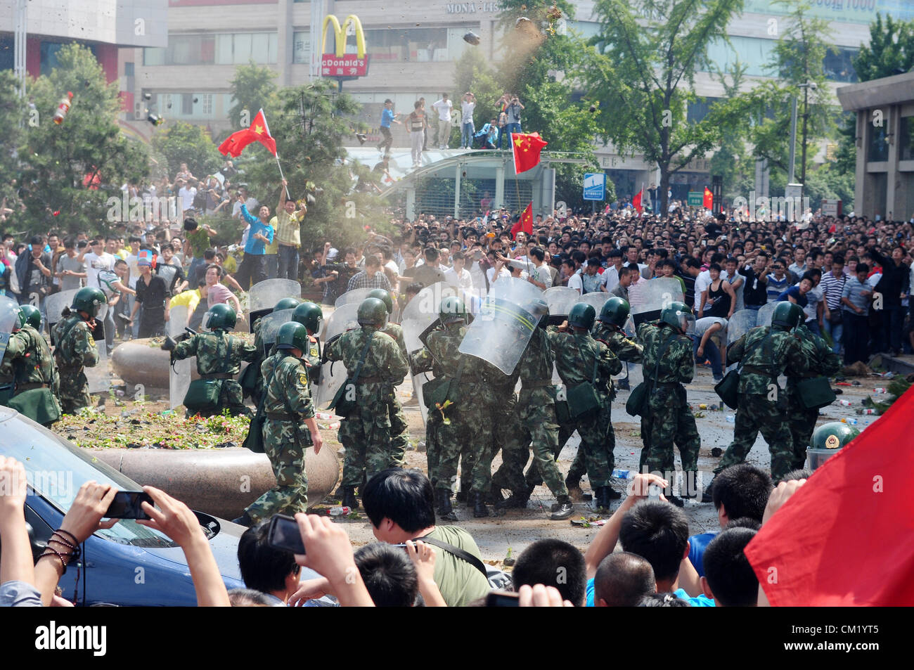 Xian, China. Saturday 15th September, 2012. Anti-Japanese protesters have a conflict with armed police at a demonstration Stock Photo