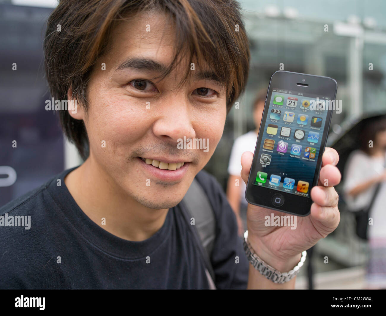 Japan, Tokyo. 21st September 2012. Japanese Apple fan holds his new iphone 5 on the day of the release. Ginza Apple Stock Photo
