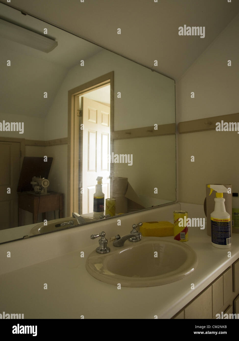 March 9, 2012 - Talahassee, Florida, Uniited States - Empty bathroom ...