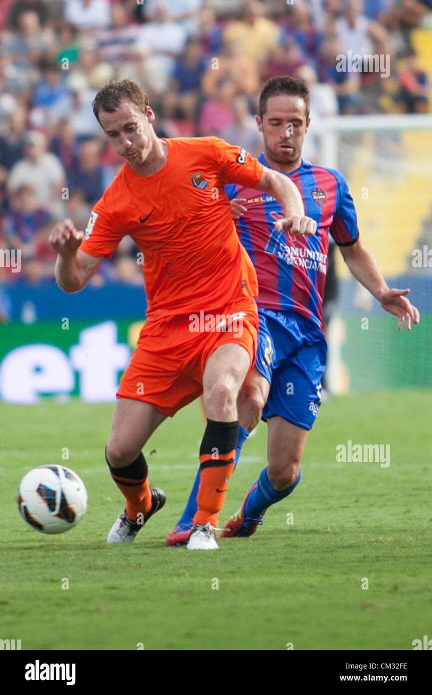 23.09.2012 Valencia, Spain. Zubikarai fights for the ball infront of Michel during the Spanish La Liga game Levante - Stock Image