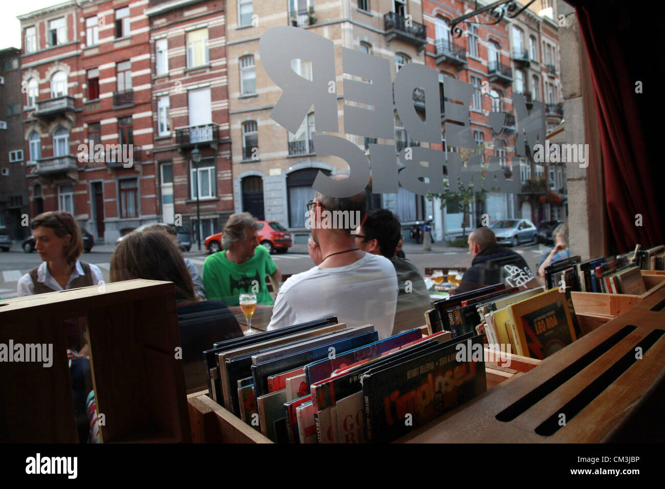 Sep. 10, 2012 - Brussels, Belgium - Patrons enjoy a beer in the famous bar Chez Moeder Lambic, near the impressive - Stock Image