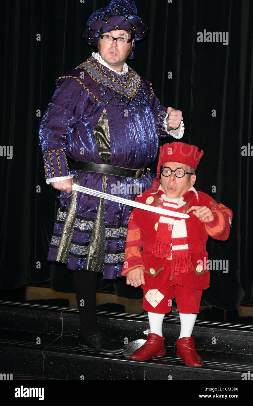 A Christmas Star Cast.Warwick Davis And Jarred Christmas Star In Snow White And