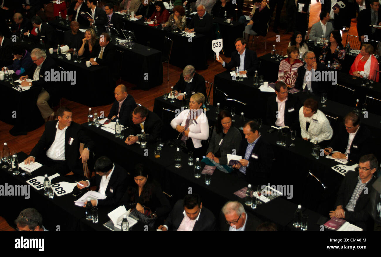 A man puts in his bid at the annual Nederburg Wine Auction, Paarl, South Africa, 29 September 2012. - Stock Image