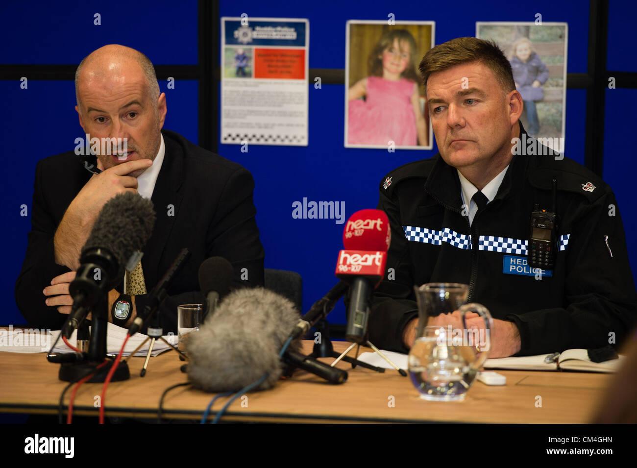 Oct 2 2012, Aberystwyth UK: Detective Superintendant REG BEVAN (left, suited) and Superintendant IAN JOHN (right, - Stock Image
