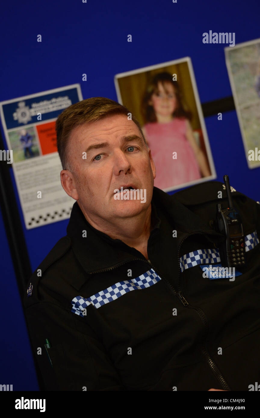Wednesday 3rd Oct 2012, Aberystwyth, UK: Superintendant IAN JOHN (uniformed) at a press conference updating information - Stock Image