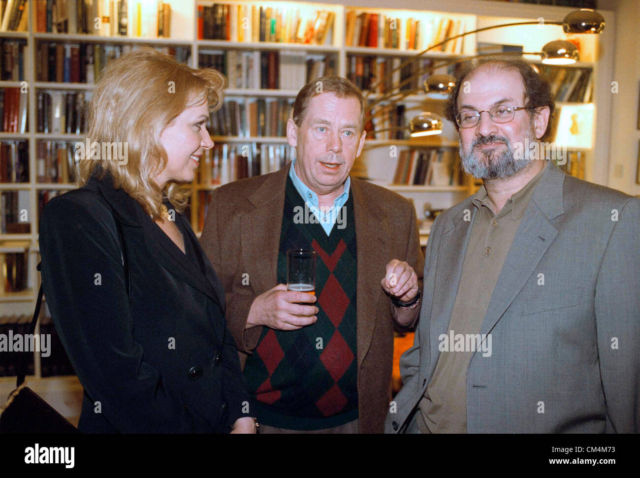 ***FILE PHOTO***The author Salman Rushdie (left), president of the Czech Republic Vaclav Havel (middle) and his - Stock Image