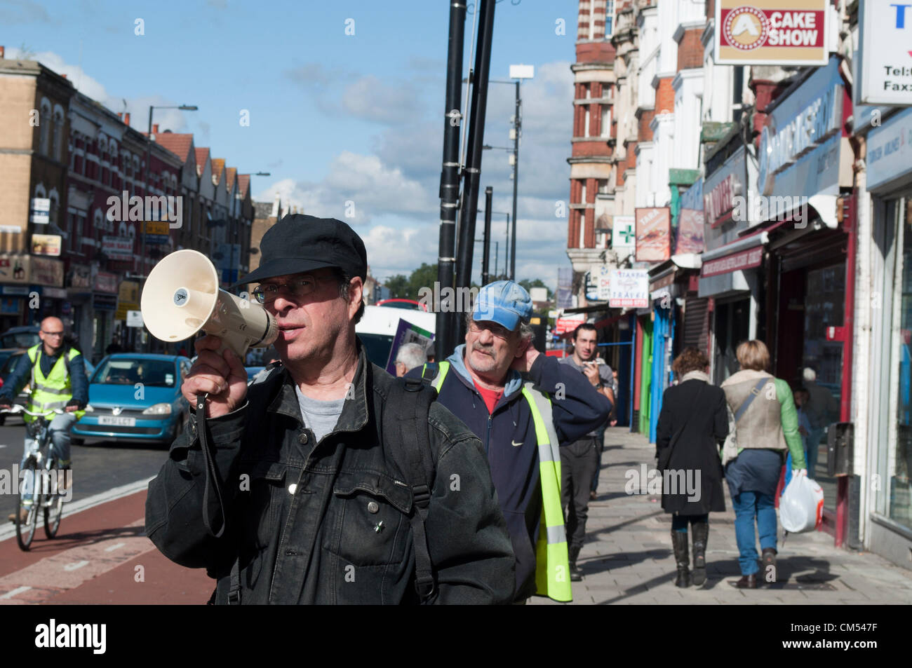 06/10/2012 Haringey, London UK, a protester with a loud hailer draws the attention of passers by as Haringey housing - Stock Image