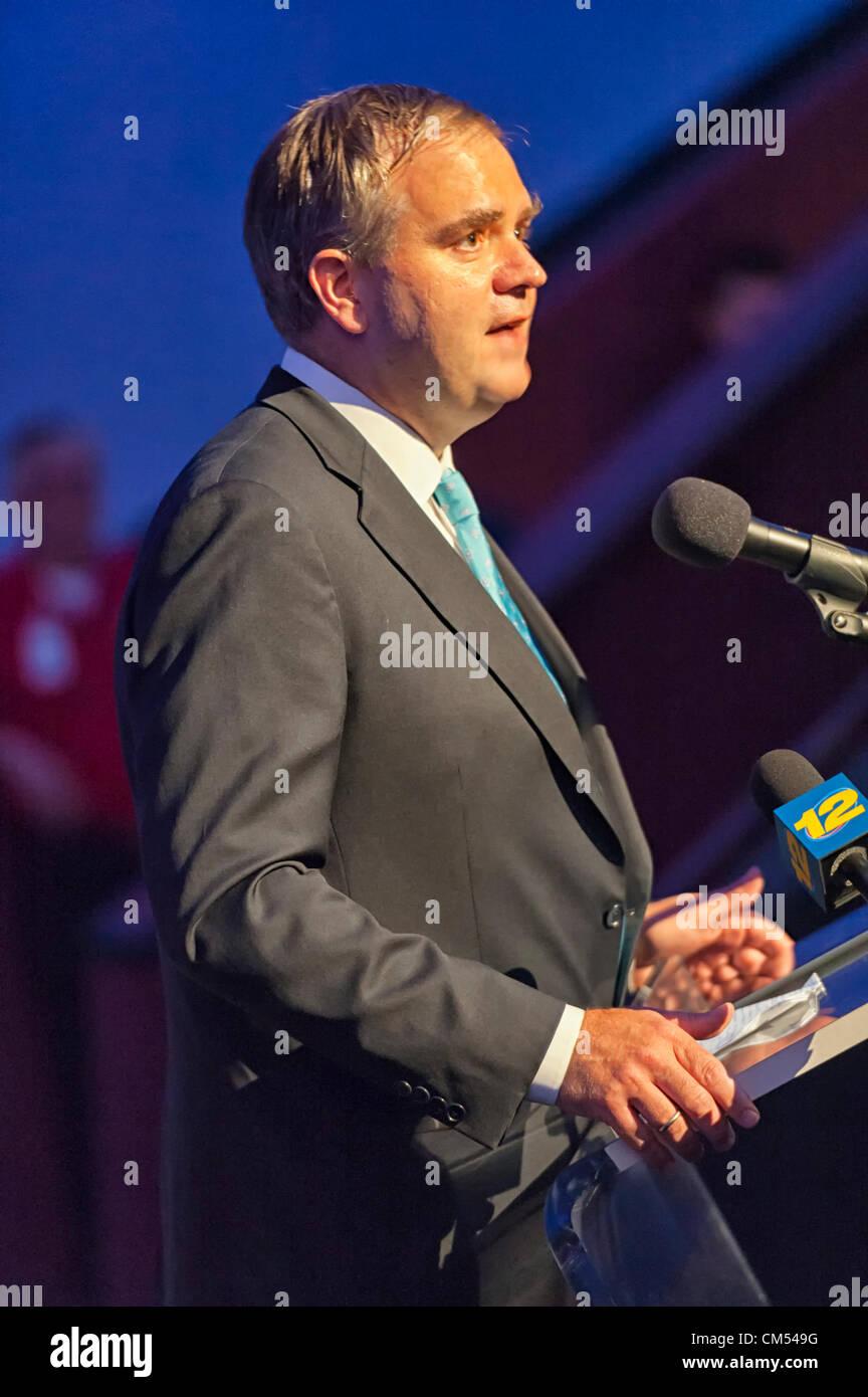 Oct 4, 2012 - GARDEN CITY, NEW YORK U.S. - ROBIN HAYES, EVP of Jetblue, speaks at new JetBlue Sky Theater Planetarium - Stock Image