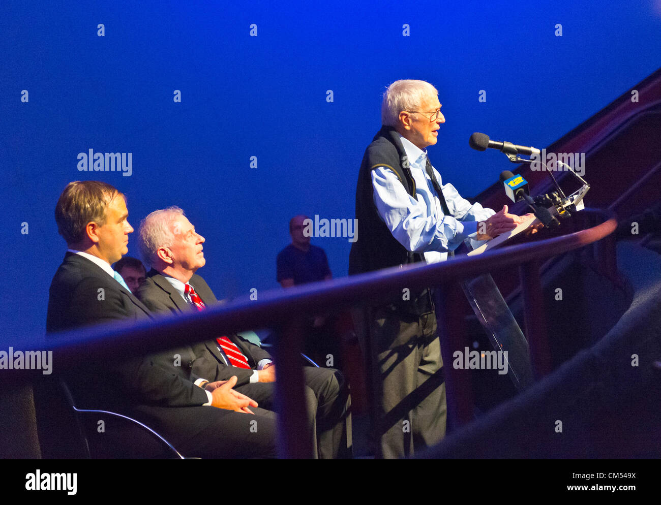 Oct 4, 2012 - GARDEN CITY, NEW YORK U.S. - (L - R) ROBIN HAYES, JetBlue EVP; NY State Senator KEMP HANNON; and, - Stock Image
