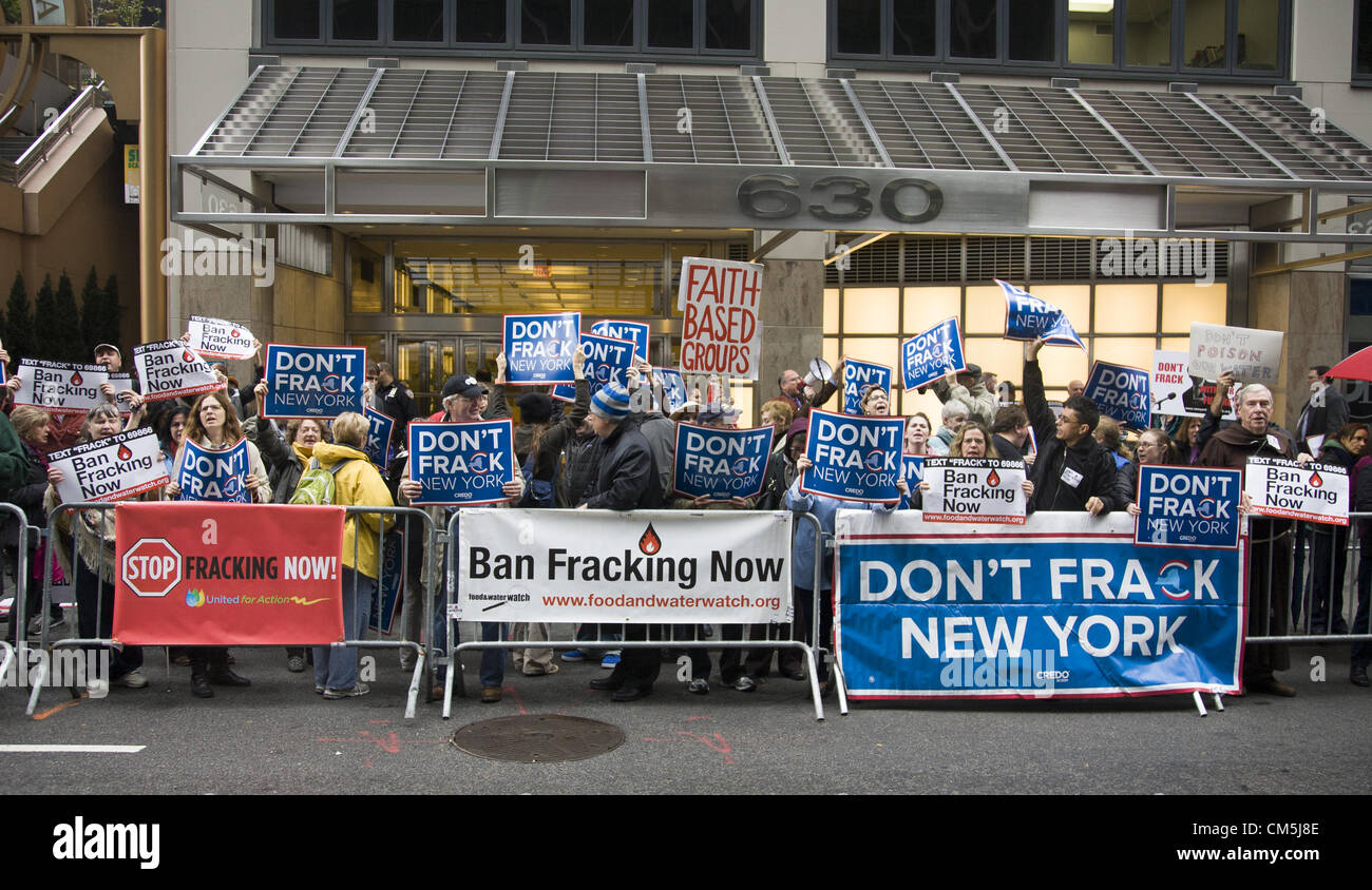 New York, USA. Oct 9, 2012: People from various environmental groups sent a message to New York State Governor Andrew - Stock Image