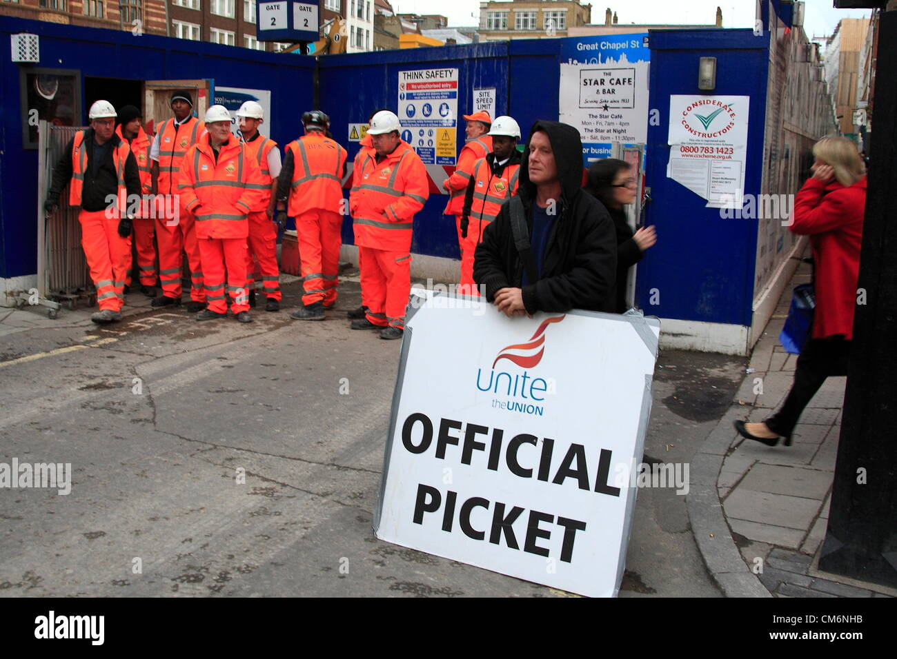 London, UK. Wednesday 17th October  2012. Flashmob protest at Crossrail site in Central London by Unite union members Stock Photo