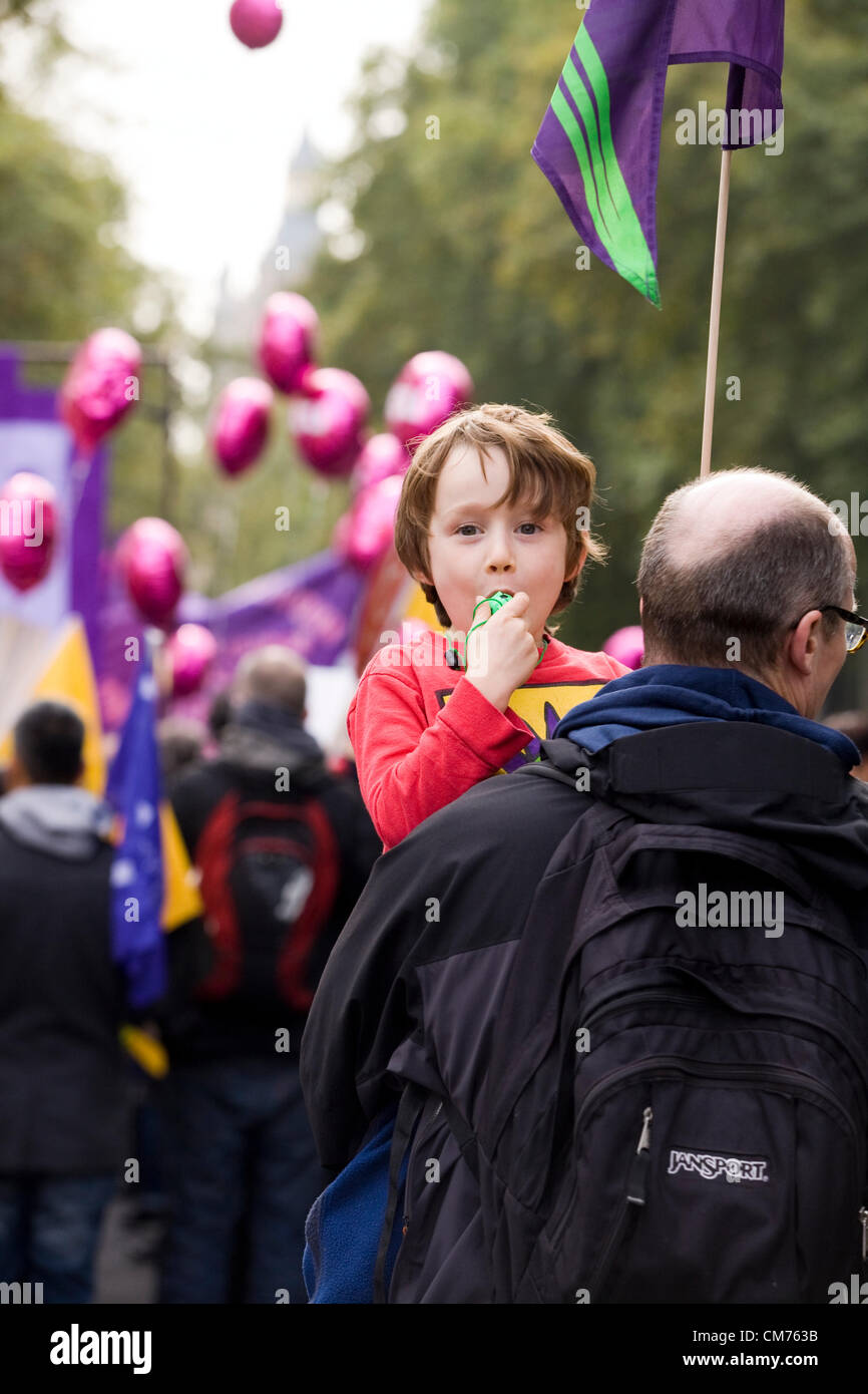 London, UK. 20th October 2012. Boy / child with dad / father and marchers and protestors on the TUC A Future That - Stock Image