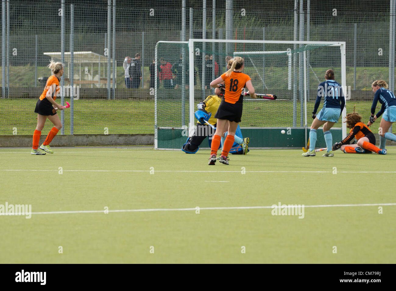 Leicester, UK. 20th October, 2012. Katie Long scoring her third goal (on ground at right) for Leicester HC in their - Stock Image
