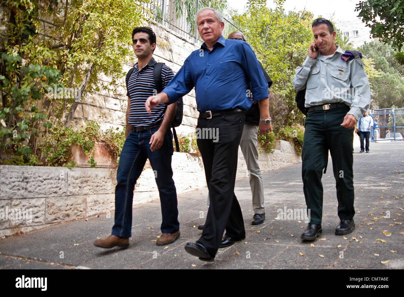Avi Dicther, Minister of Home Front Defense (blue shirt), arrives at the Frenkel School to monitor emergency evacuation - Stock Image