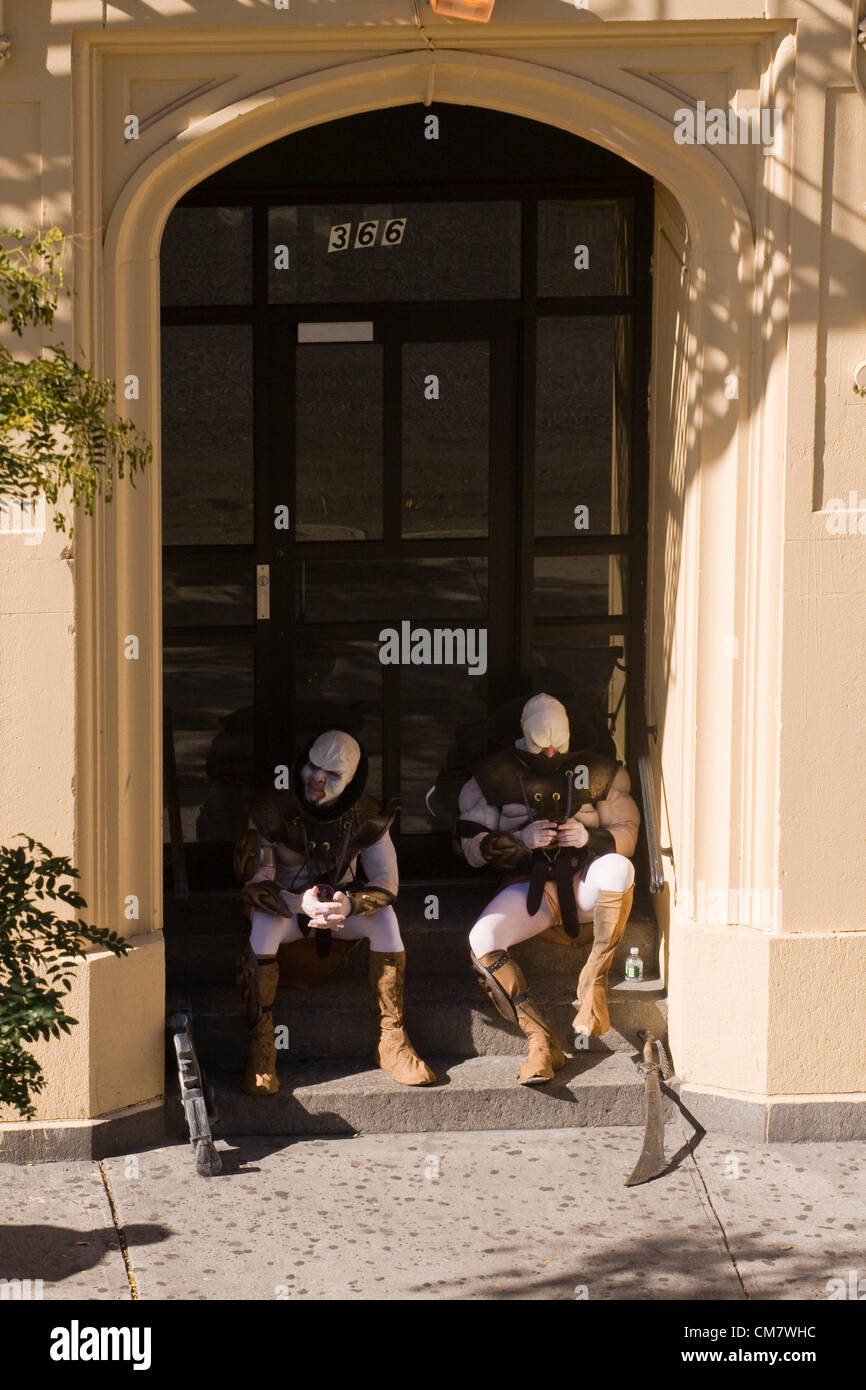 New York, USA. October 22nd 2012. O Positive Films. Two actors dressed as Aliens sitting on a stoop taking a break - Stock Image