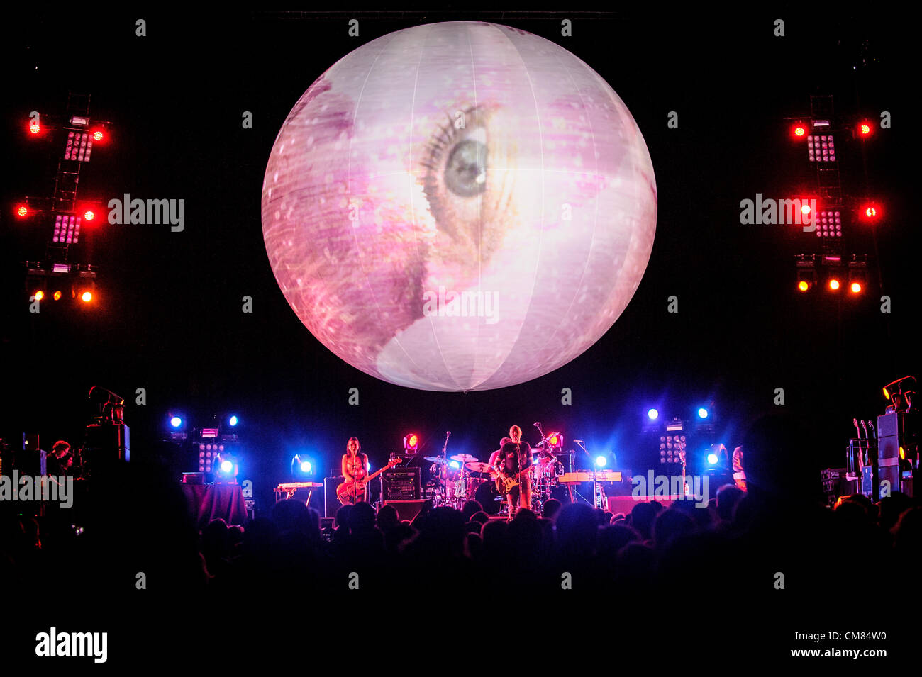 Oct. 25, 2012 - Toronto, Ontario, Canada - American alternative rock band Smashing Pumpkins perform at Air Canada - Stock Image