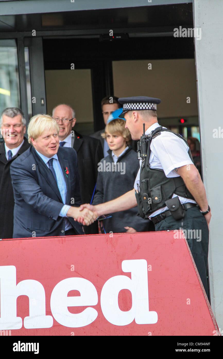 Bristol, UK. 31st October 2012. London mayor, Boris Johnson (left), visits Bristol to offer his support to both - Stock Image