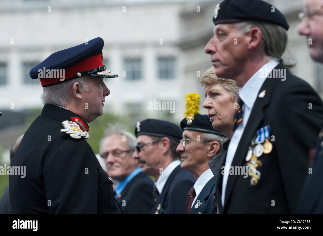 Manchester, UK. 30-06-2012 - The Lord Lieutenant speaks toa a female veteran at the Armed Forces Day ceremony, Piccadilly, - Stock Image
