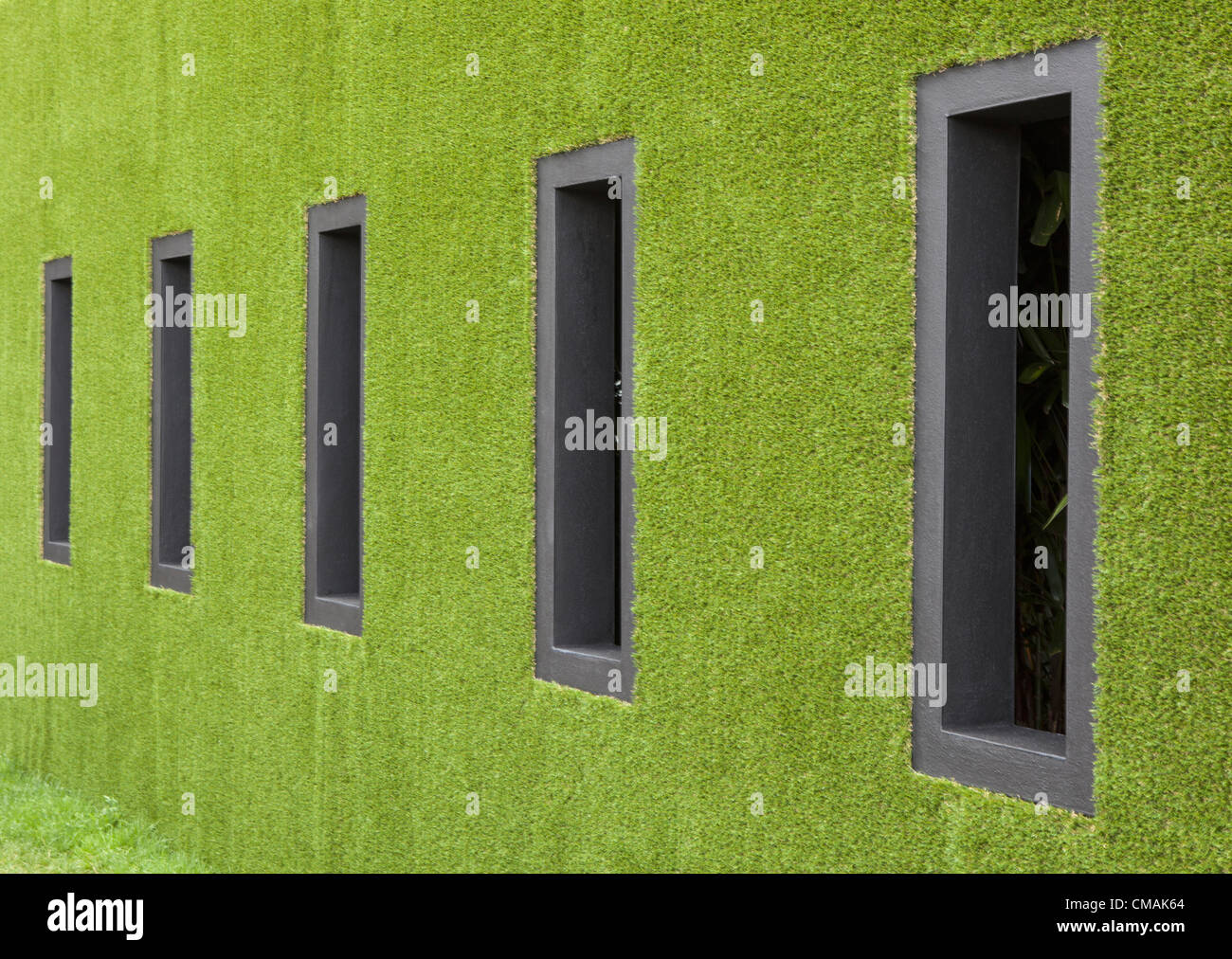 Hampton Court,UK. Wednesday 4th July 2012 'Possession' is a grass covered exhibit by designer Tony Smith - Stock Image