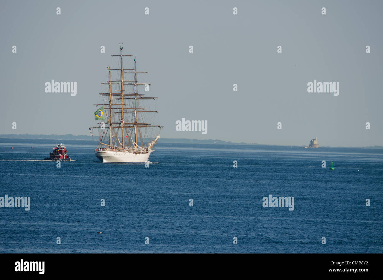 New London, Connecticut, USA - July 9, 2012: The Brazilian Navy's tall ship Cisne Branco sails away from Fort - Stock Image