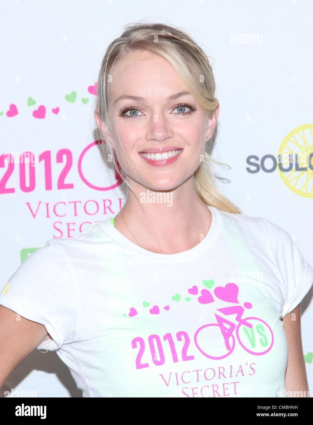 Lindsay Ellingson At In Store Appearance For Victorias Secret 2nd