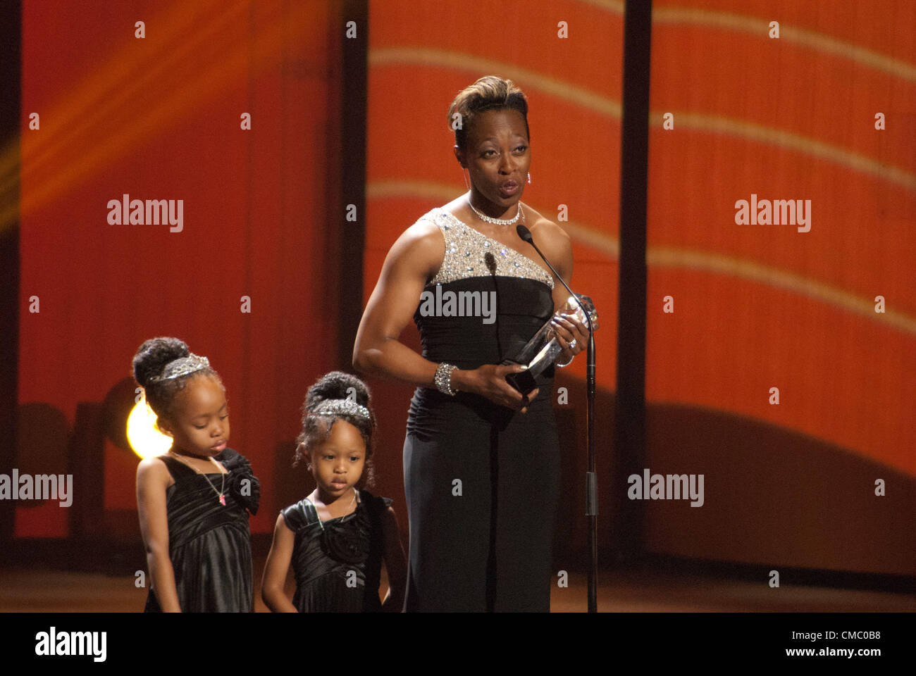Gail Devers on stage with her daughters Karsen and Legacy, accepts the inductee award for the U.S. Olympic Hall - Stock Image