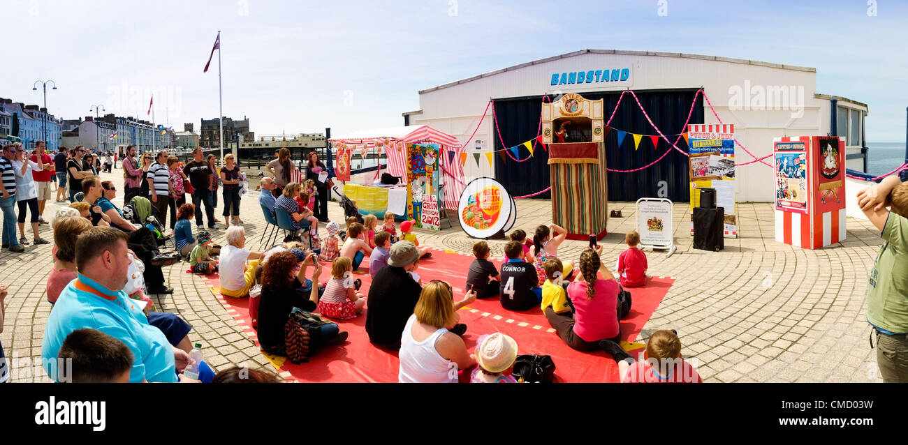 Aberystwyth Wales UK July 21 2012.  A Punch and Judy show entertains crowds of weekend visitors on the promenade - Stock Image