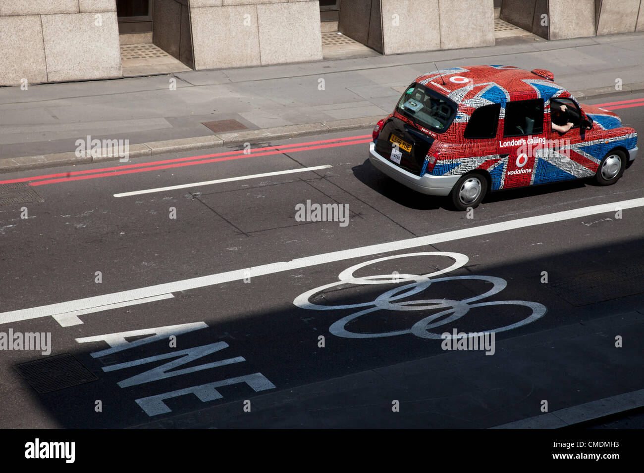 London, UK. Wednesday 25th July 2012. Games lanes on the Olympic Route Network. Transport is a huge issue in and - Stock Image