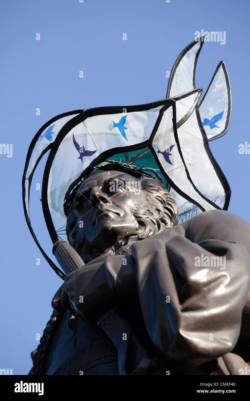 London, England, UK. Monday, 30 July 2012. Hat on General Sir Charles James Napier designed by Sophie Beale, Trafalgar - Stock Image