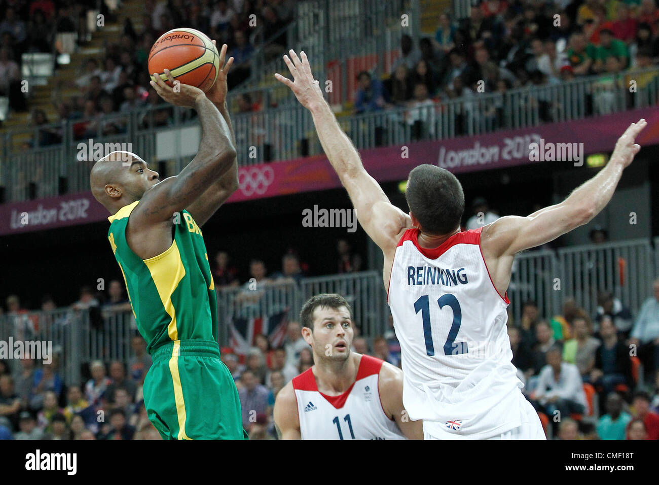31.07.2012. London, England. 2012 Olympic  Basketball tournament.  Brazil Larry Taylor takes a jumpshot Great Britain - Stock Image
