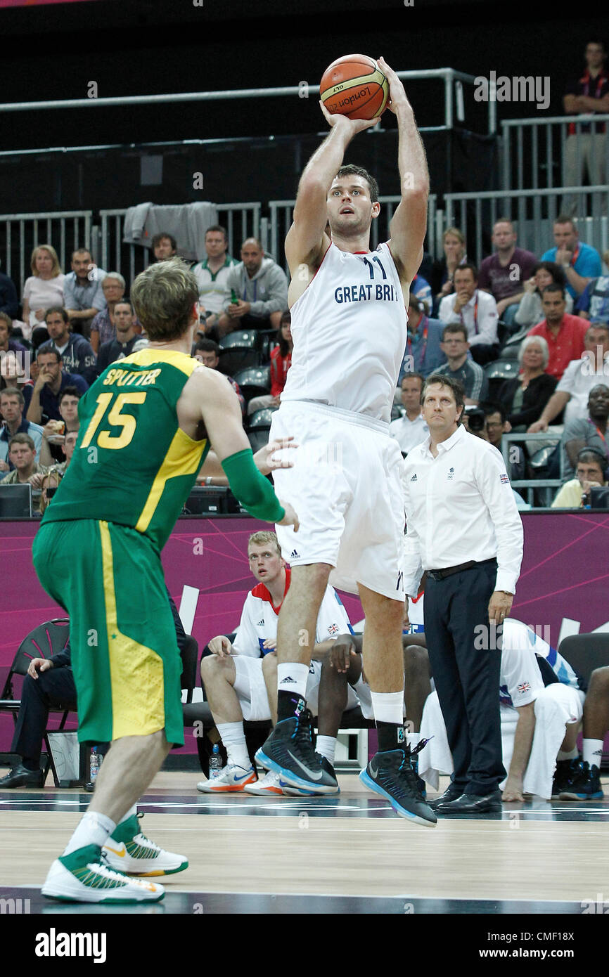 31.07.2012. London, England. 2012 Olympic  Basketball tournament.  Great Britain Joel Freeland takes a jumpshot - Stock Image