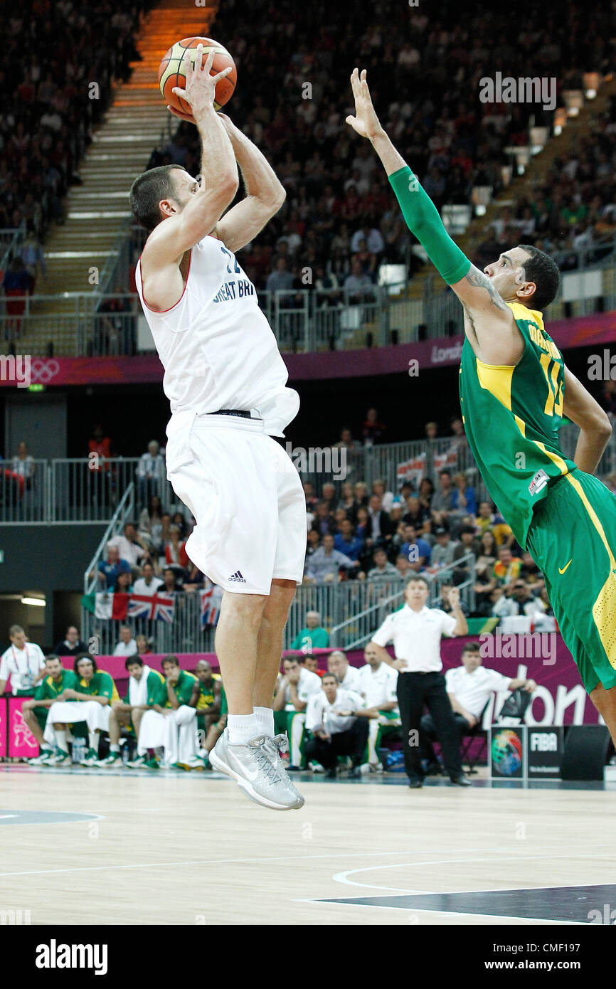 31.07.2012. London, England. 2012 Olympic  Basketball tournament.  Great Britain Nate Reinking takes a jumpshot - Stock Image