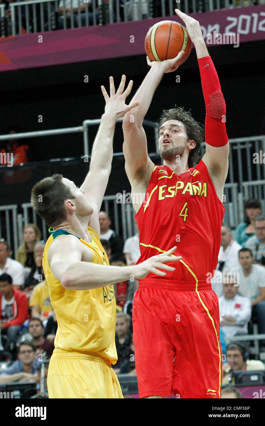 31.07.2012. London, England. Spain Pau Gasol takes a jumpshot during the first half of Spain vs Australia, during - Stock Image