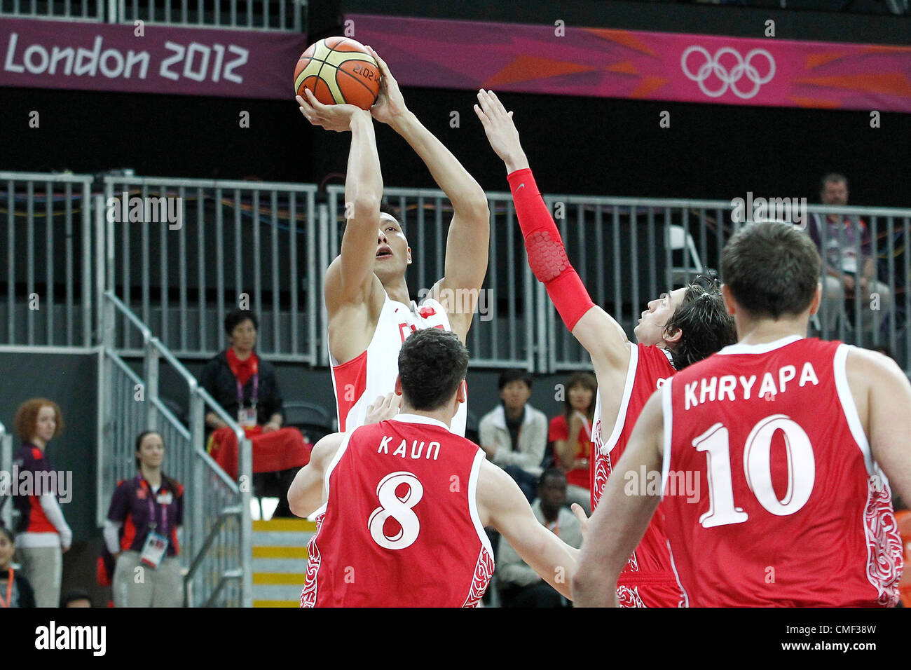 31.07.2012. London, England. China Jianlian Yi takes a jumpshot over Russia Alexey Shved during the 73-54 Russia - Stock Image
