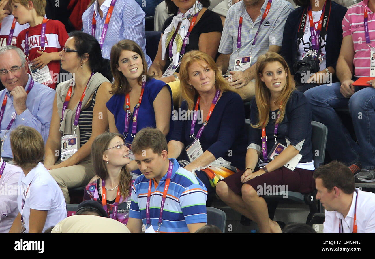 PRINCESSES BEATRICE & EUGENIE GREAT BRITAIN STRATFORD LONDON ENGLAND 07 August 2012 - Stock Image