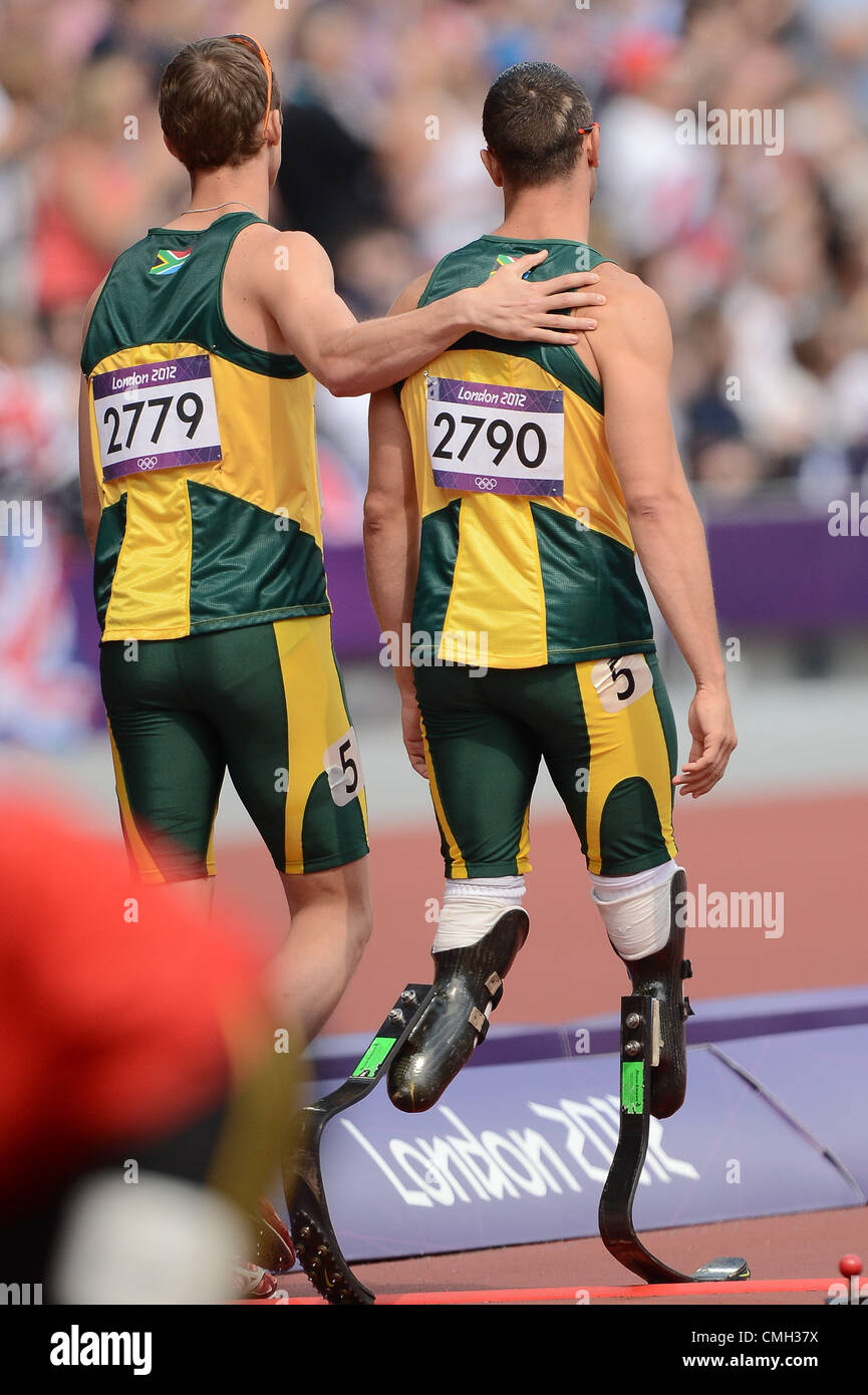 9th Aug 2012. LONDON, ENGLAND - AUGUST 9, Oscar Pistorius of South Africa is consoled by Willem De Beer after Ofentse - Stock Image
