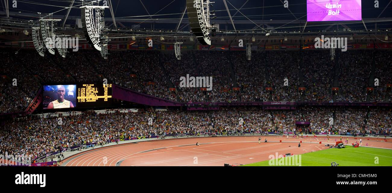 Aug. 9, 2012 - London, England, United Kingdom - Jamaican sprinter USAIN BOLT greets the crowd before running in - Stock Image