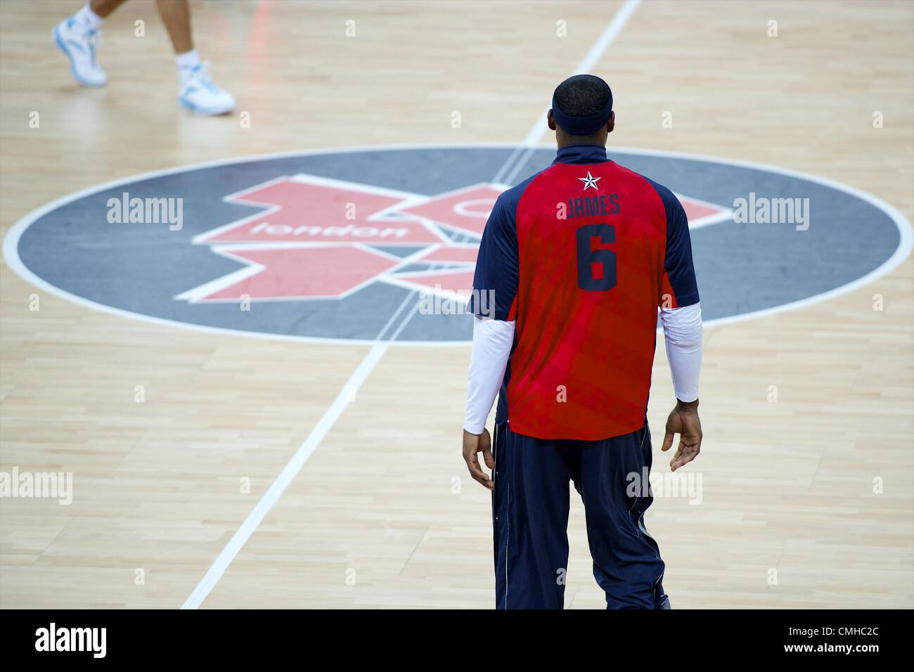 Aug. 10, 2012 - London, England, United Kingdom - LEBRON JAMES and other members of the 'Dream Team' warm - Stock Image