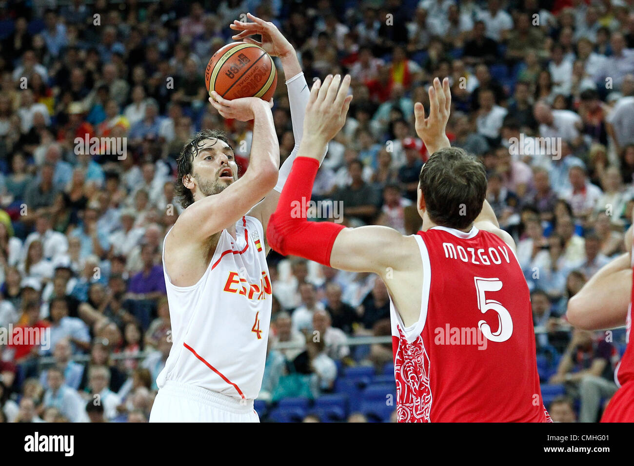 10.08.2012. London, England. Spain Pau Gasol takes a three points jumpshot during 67-59 Team Spain victory over - Stock Image