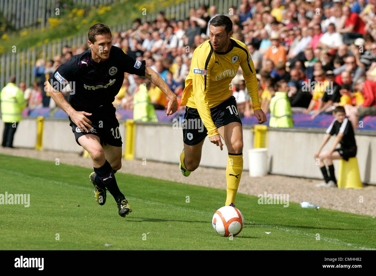 11th Aug 2012. 11.08.2012 Glasgow, Scotland. Partick Thisle's 10 Hugh Murray and  Falkirk's 10 Andy Hawarth in action - Stock Image
