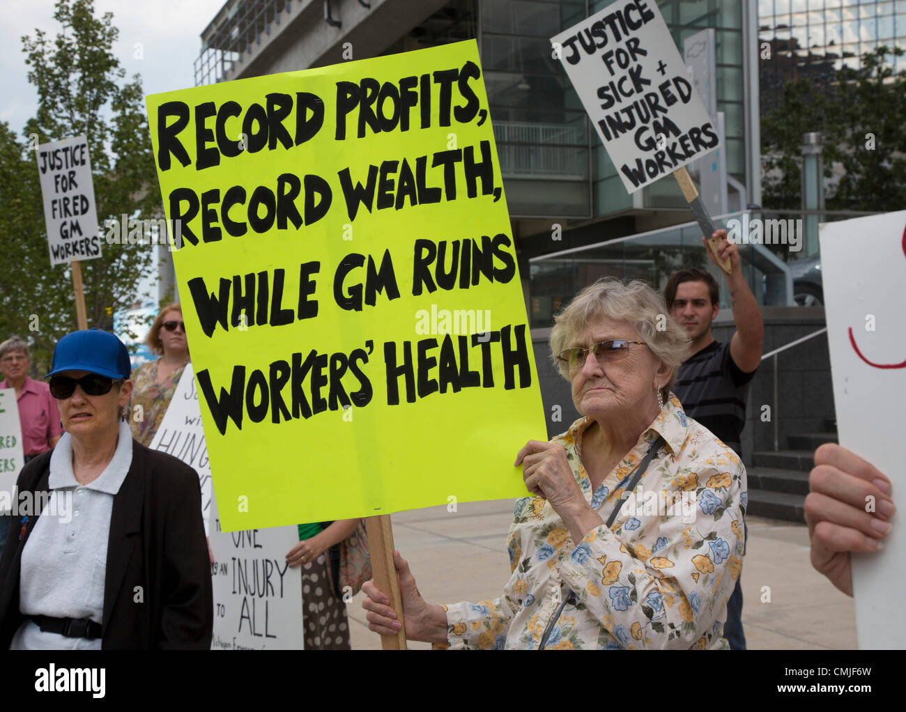 Detroit, Michigan - A picket at General Motors headquarters supports hunger strikers previously employed at GM's - Stock Image