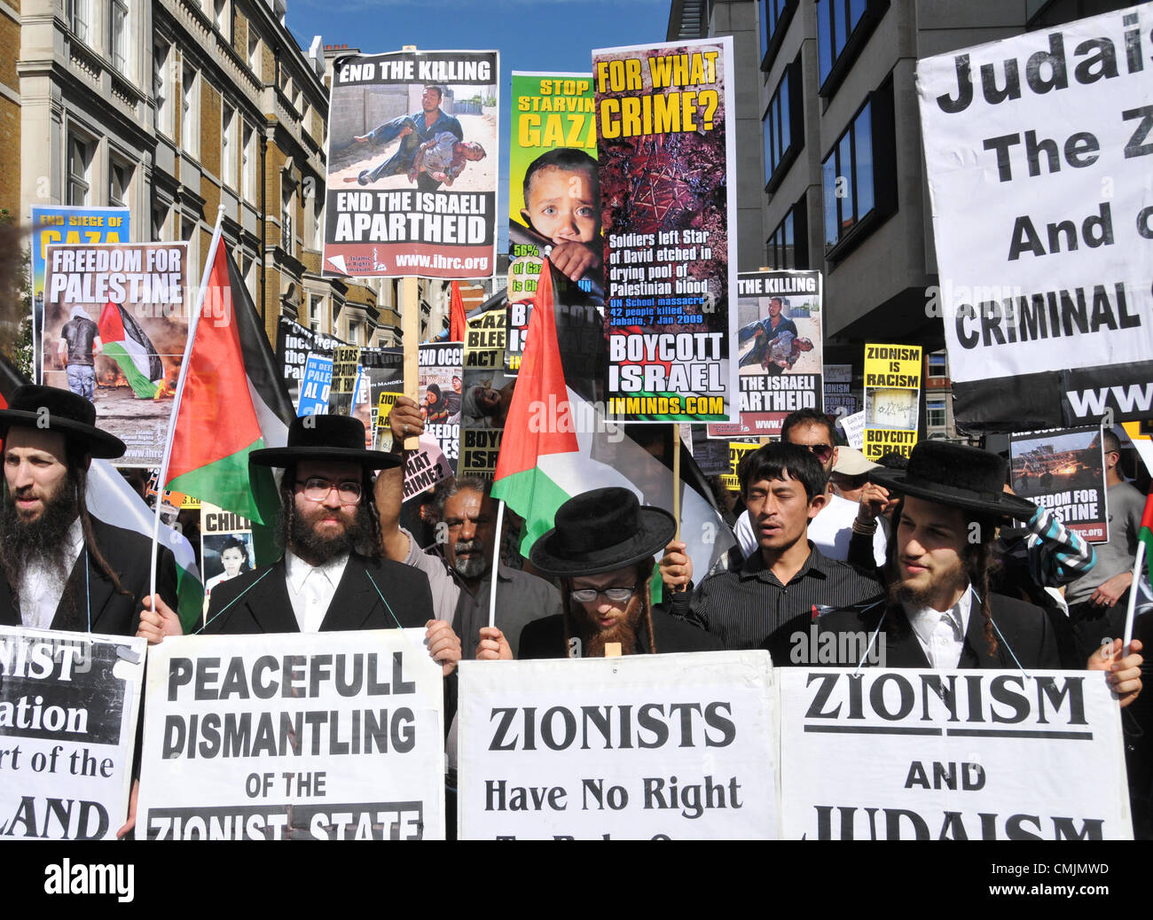 Portland Place, London, UK. 17th August 2012. Jewish men hold Palestinian flags on the AL-QUDS Day [Jerusalem Day] - Stock Image