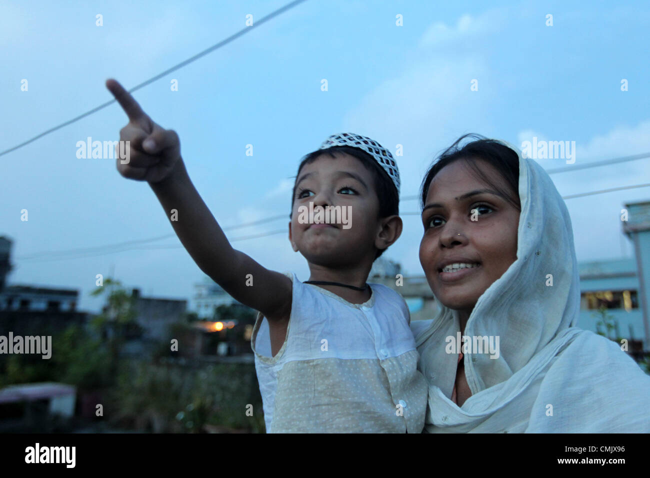 Aug. 19, 2012 - Dhaka, Bangladesh - Aug. 18, 2012 - Dhaka, Bangladesh - Bangladeshi Muslim families looks at the - Stock Image