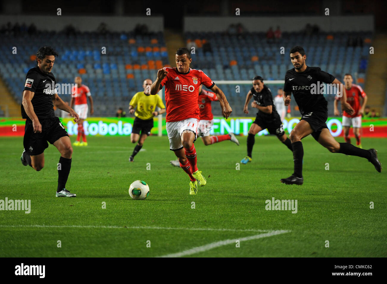 Benfica's Brazillian striker Lima vies for the ball with Academica defenders during the portuguese Liga Sagres - Stock Image