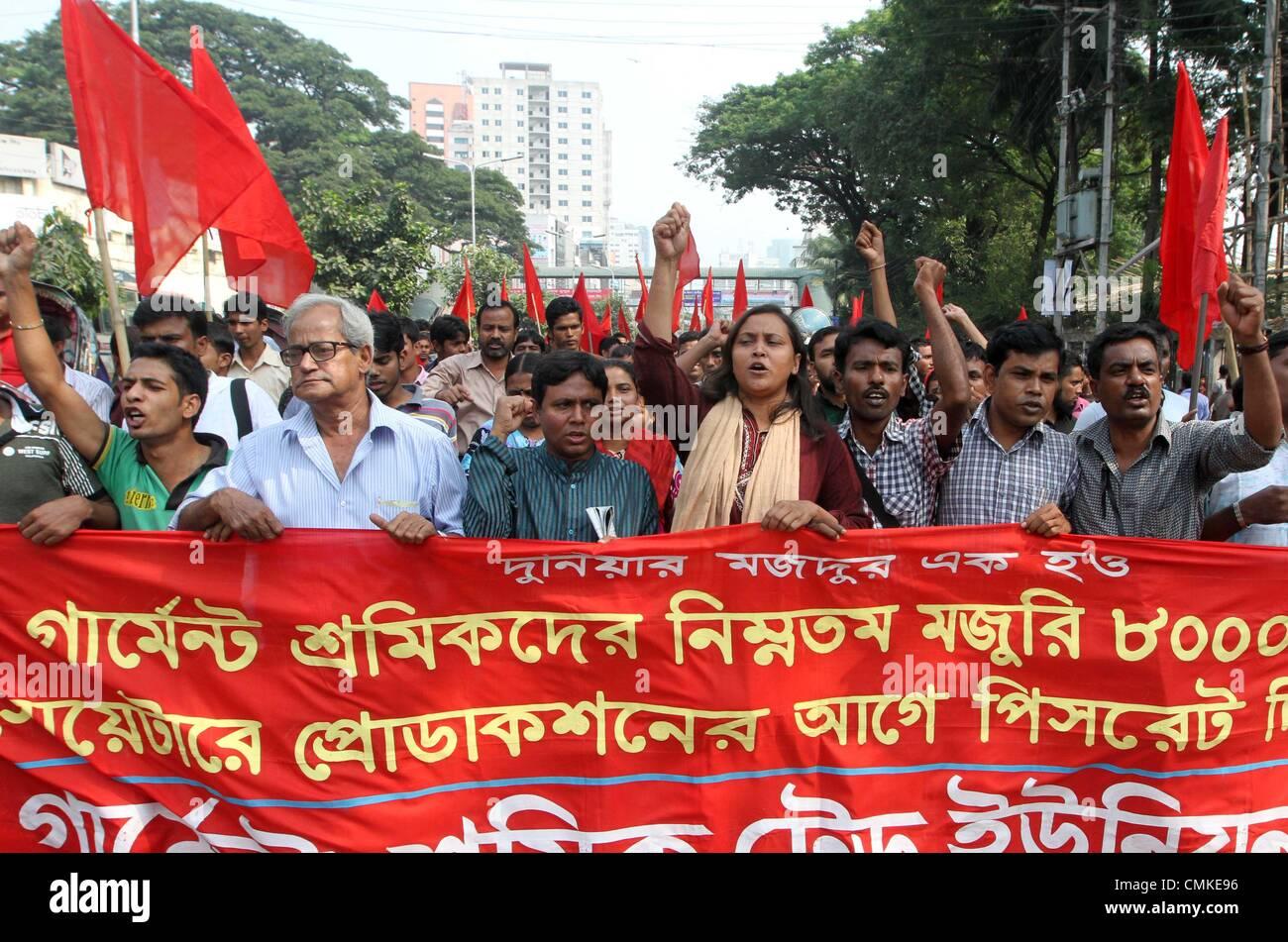 Dhaka, Bangladesh. 2nd November 2013. Bangladeshi garment workers shout slogans during a protest on wage increases - Stock Image