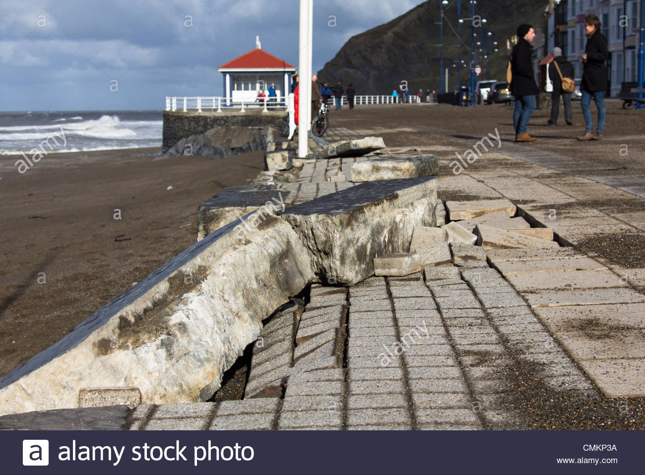 Aberystwyth, mid Wales, UK. 3rd Nov, 2013. Strollers visit the promenade at Aberystwyth to see the aftermath of - Stock Image